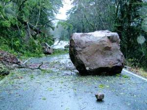 boulder_in_road_pic